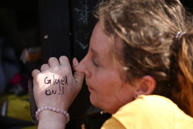 A woman warned she had glue on her hand