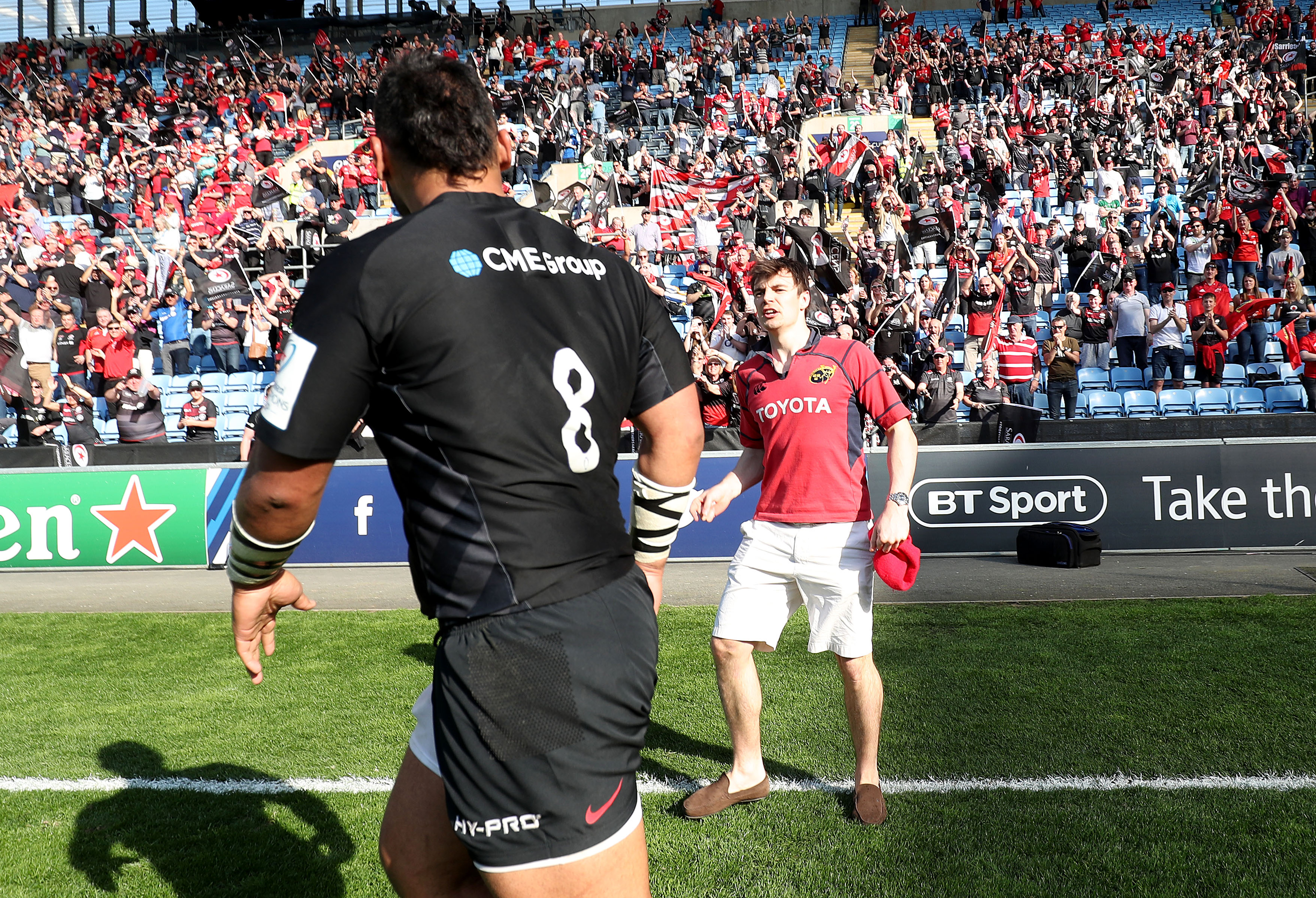Billy Vunipola is angrily confronted by a Munster fan