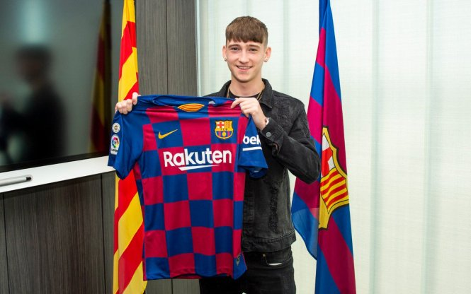 West Brom wonderkid Louie Barry completed his move to Barcelona