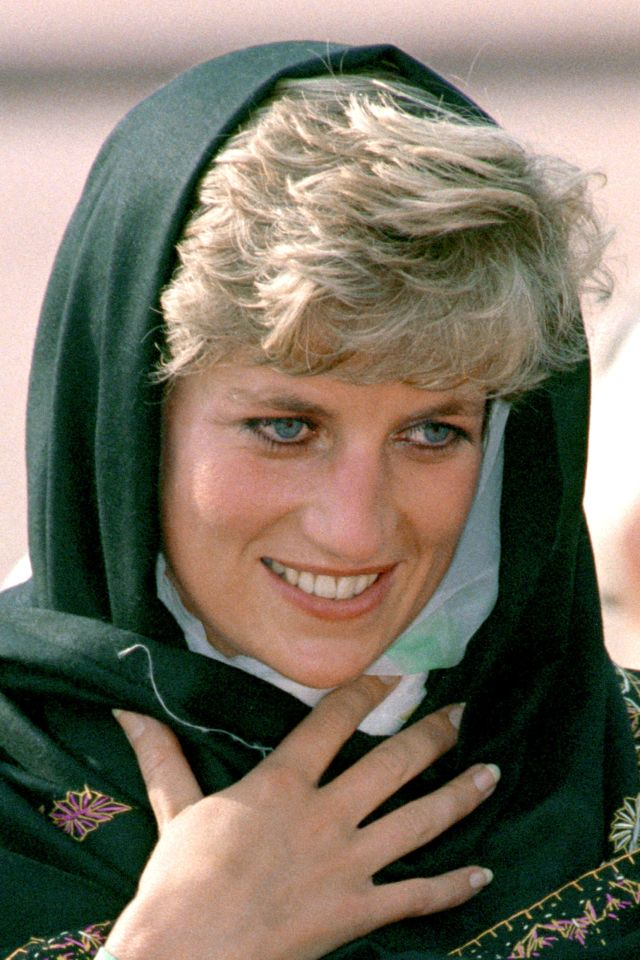 Diana wore a headscarf during a visit to the Badshahi Mosque in Lahore in 1991