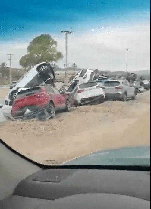 A shocked driver filmed these scenes of total devastation in Orihuela