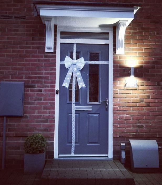 Mum Creates Stunning Christmas Bow Front Door Decoration For Just Over 10 Using B M And Home Bargains Steals