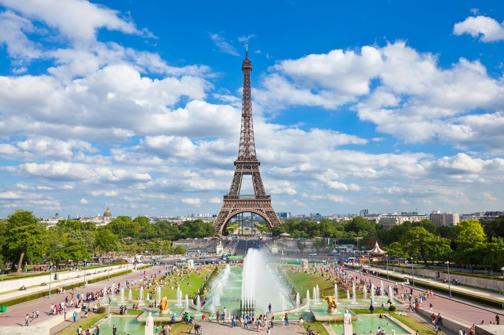 The Eiffel Tower was beaten by the Louvre in bookings