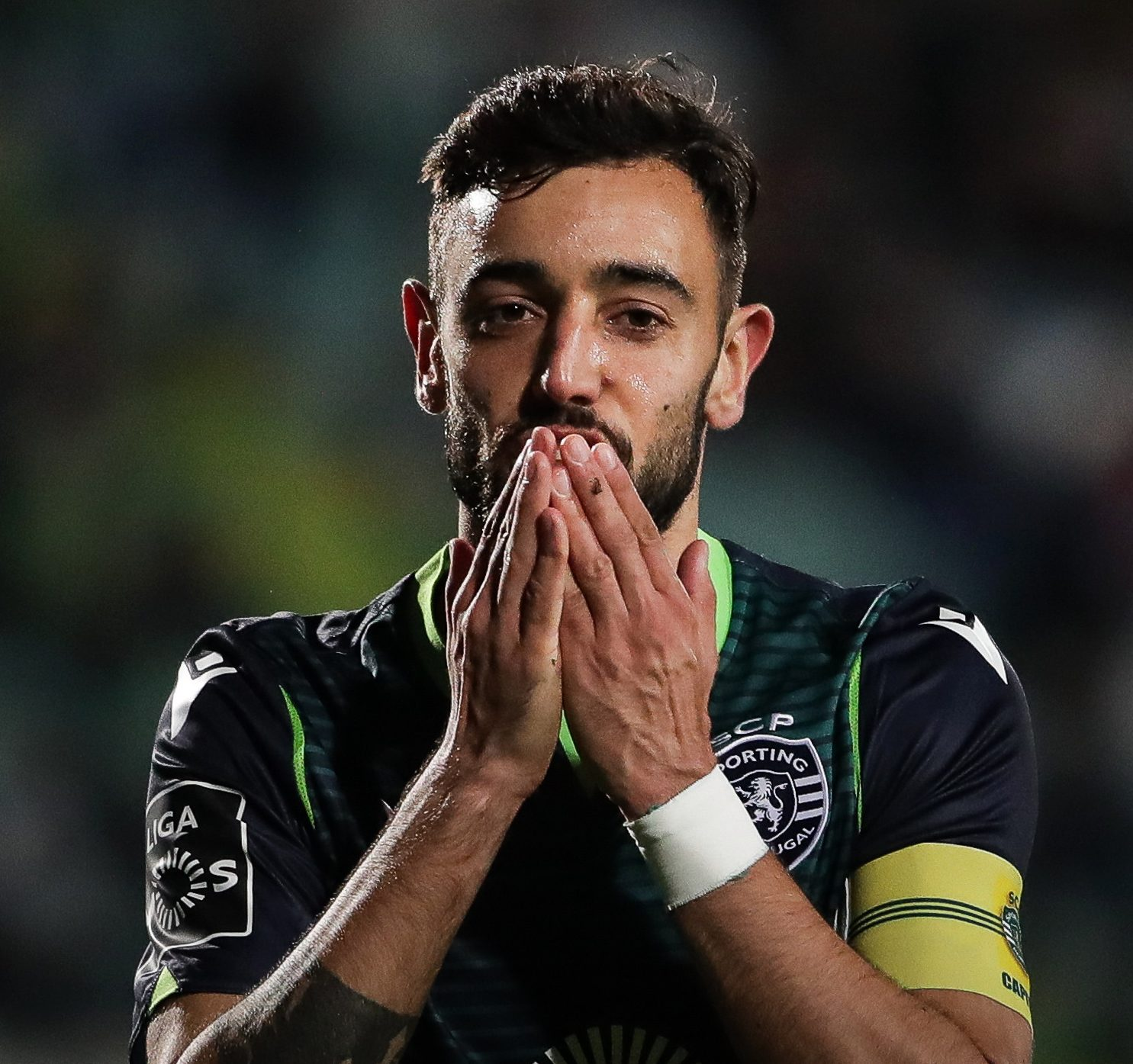 Manchester United Hold Talks With Sporting Lisbon To Sign Fernandes – Reports
