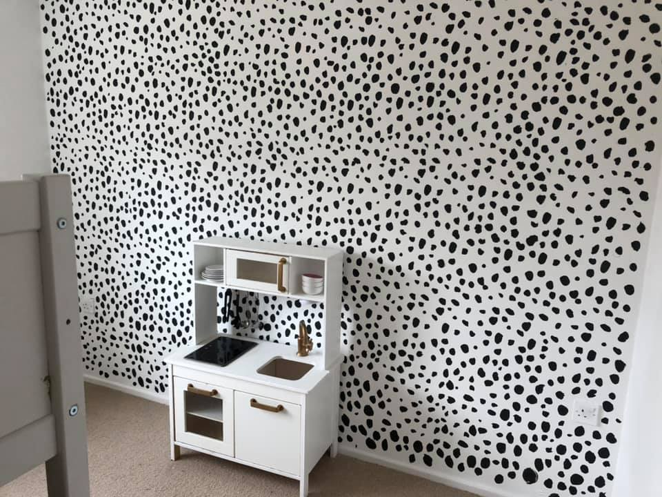 Thrifty Mum Transforms Her Daughter S Bedroom For Just 2 Using Tester Pots Of Paint To Create A Polka Dot Effect