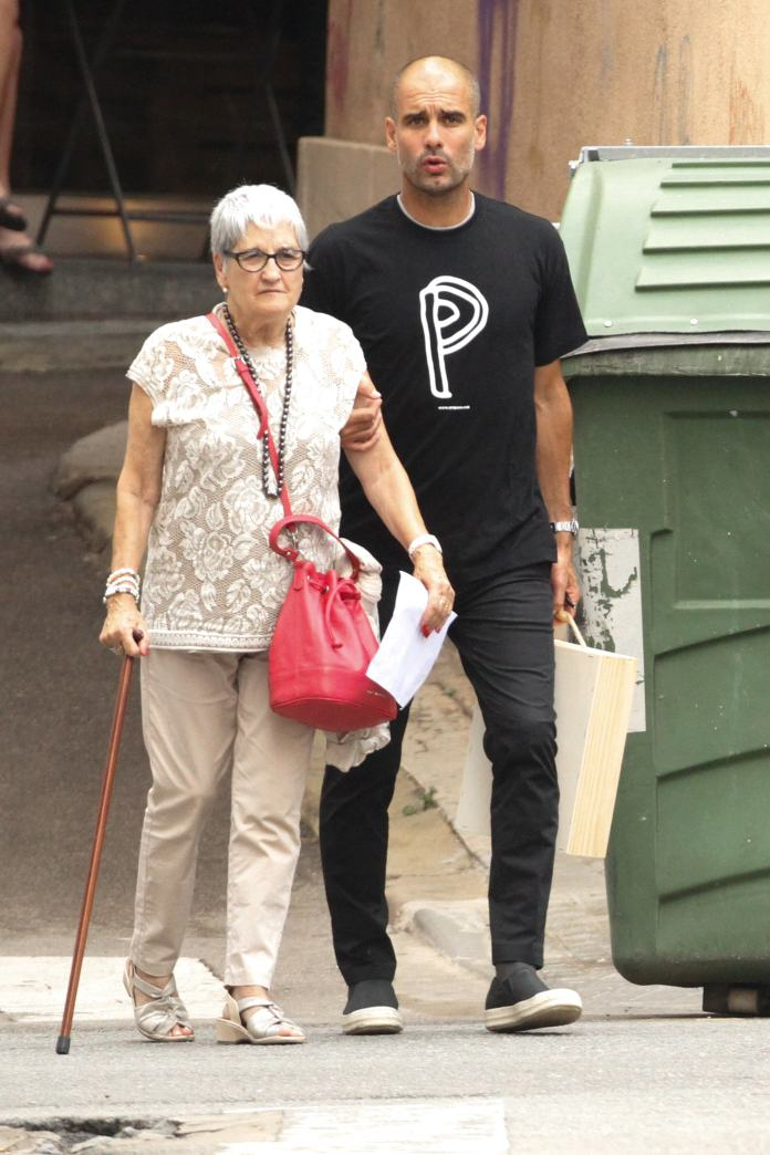 Pep Guardiola photographed with his mother Dolors Sala Carrio, who unfortunately died at the age of 82