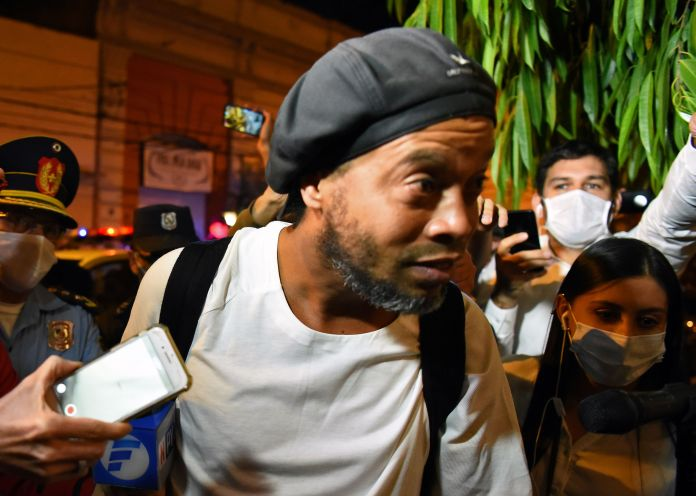 A large crowd was waiting for Ronaldinho to arrive at the hotel