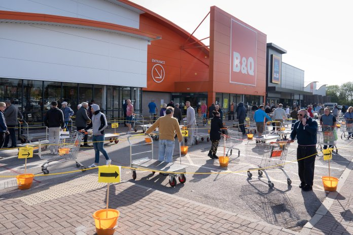 Hundreds of people were lining up outside the B&Q store in Ashfield, Notts this morning