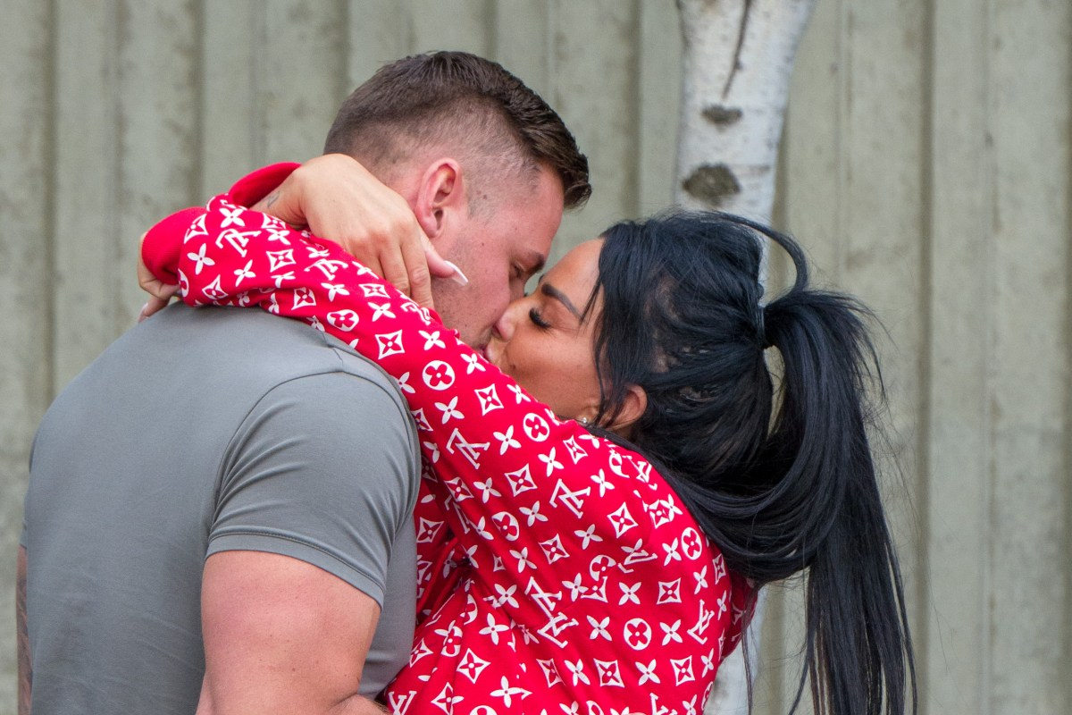 Thesun Co Uk On Flipboard Katie Price Snogs New Boyfriend Carl Wood As They Go Shopping At Lakeside