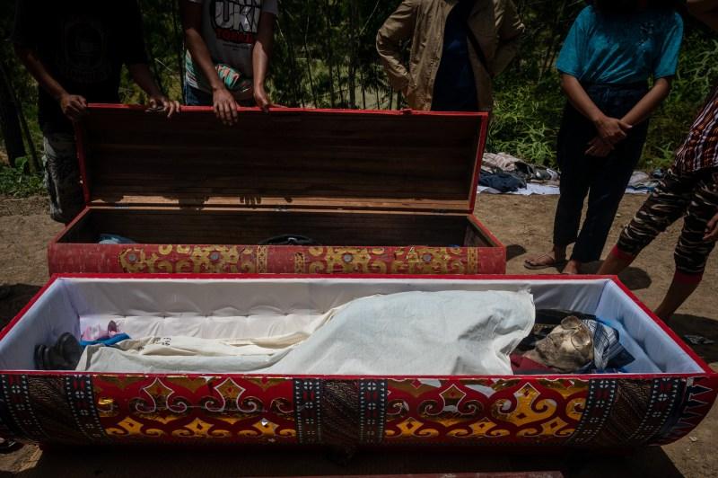 Les cadavres sont souvent laissés à `` sécher '' au soleil
