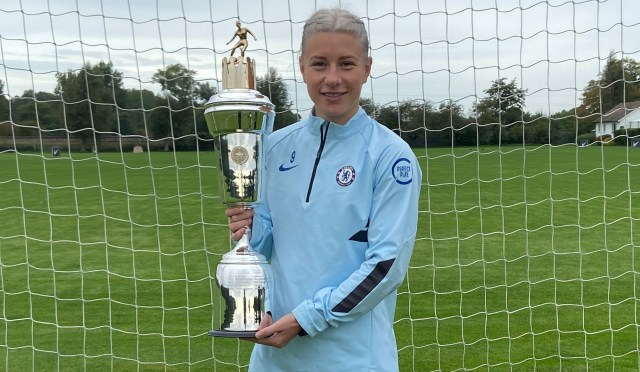 Chelsea star striker Beth England beats Arsenal's Vivianne Miedema to be  named PFA Women's Player of the Year