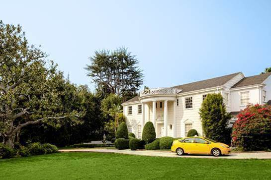The mansion's exterior was used throughout the show, and is located in California