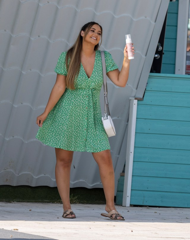 Jacqueline showed off her sun kissed tan in a stunning green mini dress