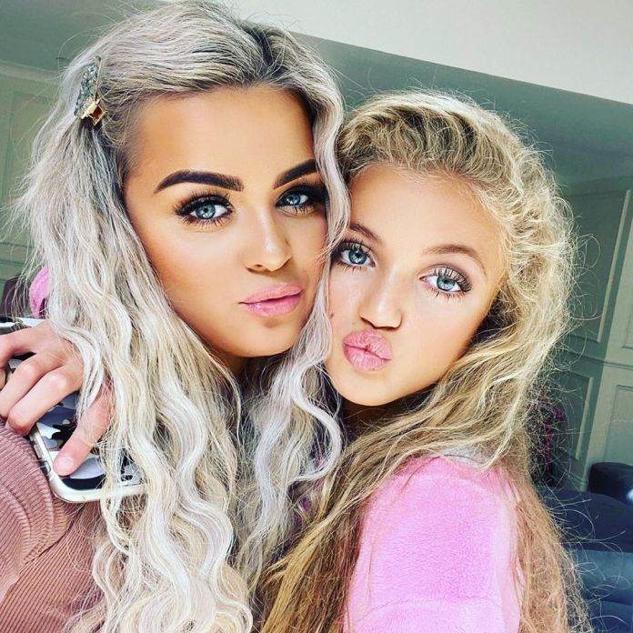 The princess adopts her mother's pose in the selfie with makeup artist Zoe James