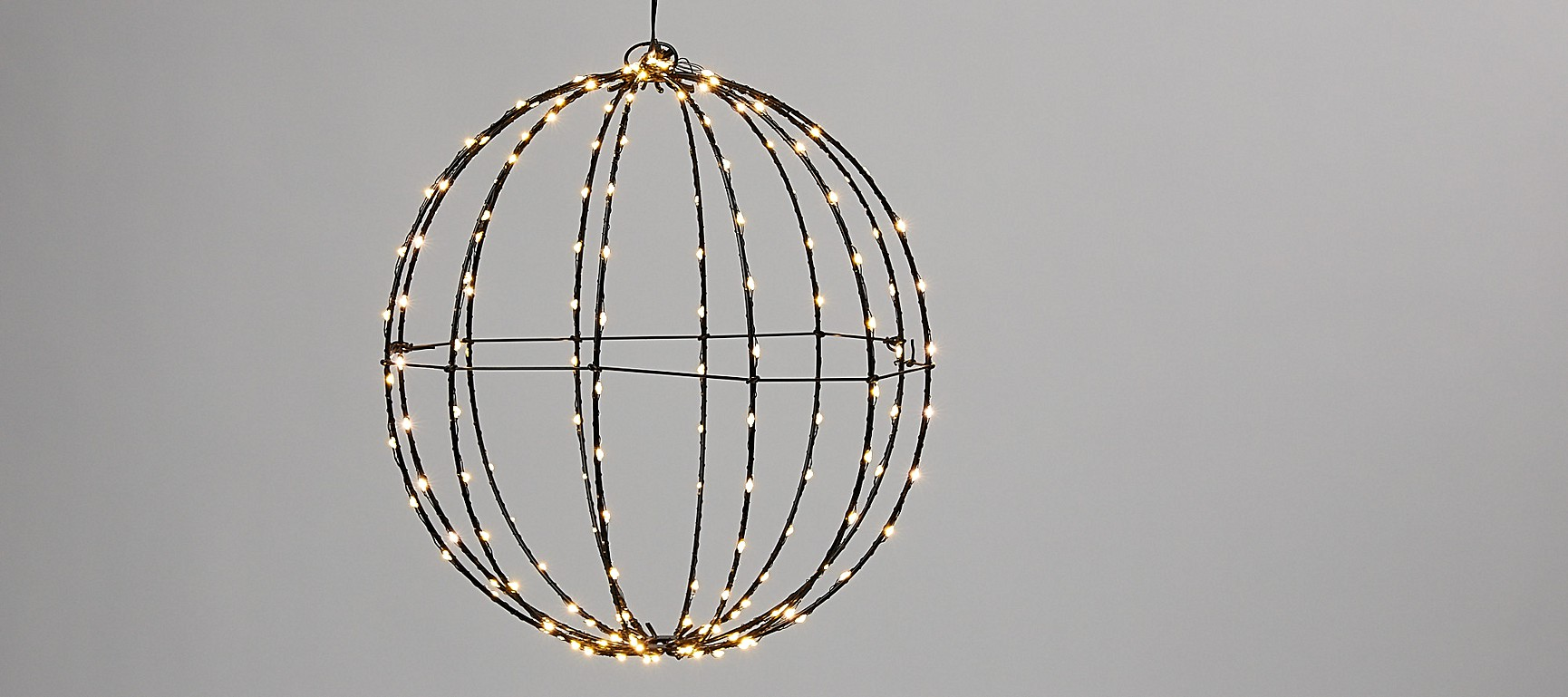 This hanging pendant sphere is suitable for both house and garden