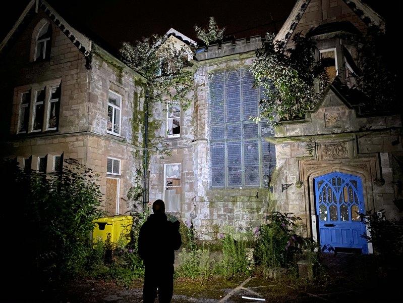 Mossley Manor a été fermé en 2015 après que les inspecteurs du CQC auraient découvert une série de problèmes avec les soins des résidents