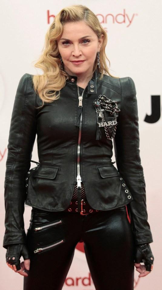 Мадона е обвинена в фотошопиране на лицето си върху тялото на друга жена