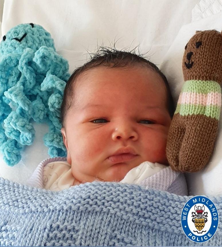 Le petit âgé de plusieurs heures a été découvert portant un t-shirt Matalan de 1 £ à The Mounds à Kings Norton, Birmingham
