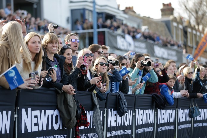 Thousands of fans traditionally line the riverbanks of London to watch the Boat Race