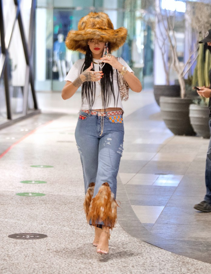 Rihanna was Covid-secure as she went shopping with her mask