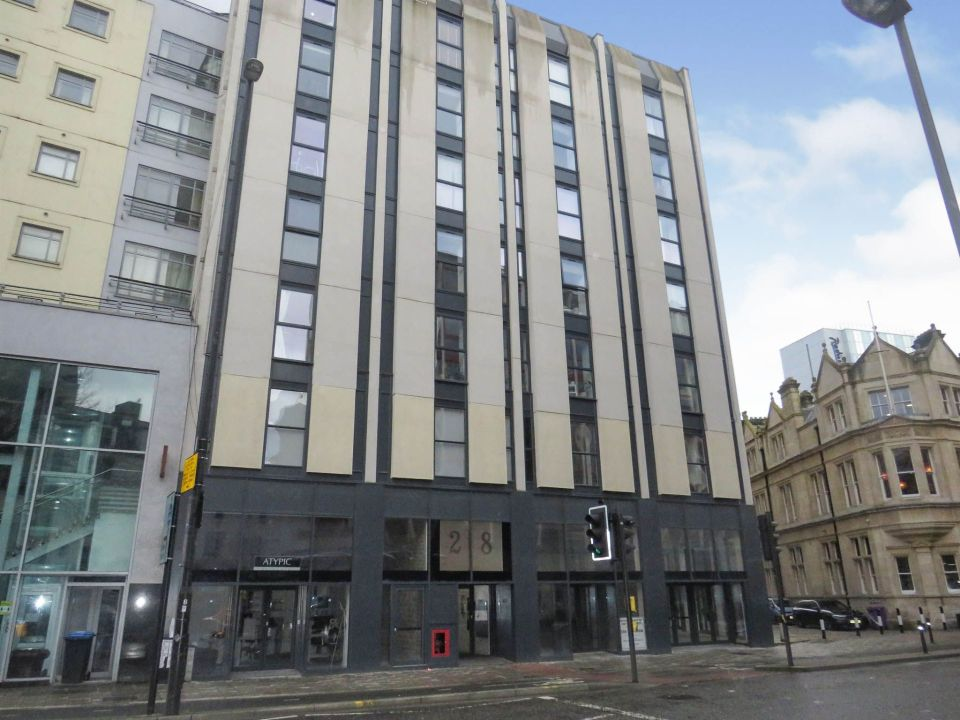 The flat was initially priced at £160,000 - but that's now been slashed to £140,000