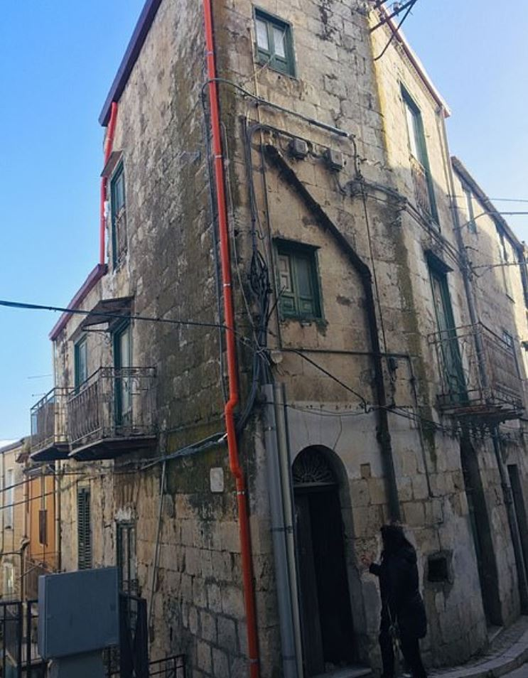 Anyone who buys a house in Mussomeli has to renovate it within three years, otherwise they risk losing their deposit