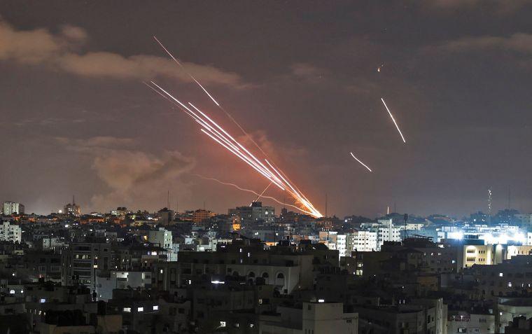 Un bombardeo aéreo continuó hasta el cuarto día.