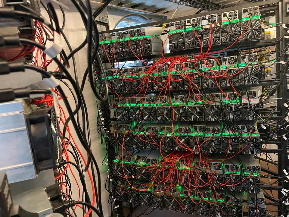 Start-ups say the hydrocarbon-burning torches placed next to oil wells are perfect to tackle the problem of electricity consumption in mining Bitcoin