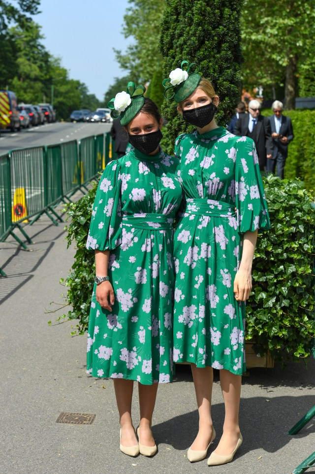 These pals made us green with envy at their matching floral dresses