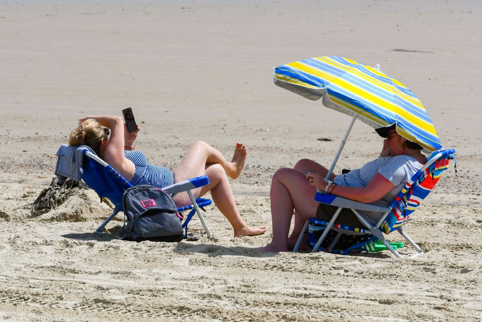 Brits are set to bask in sunshine next week and into July