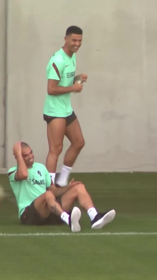 Ronaldo finds it very funny and Pepe takes the prank well