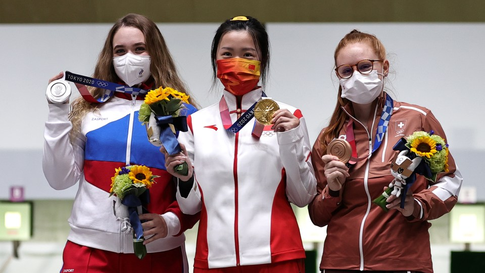 Yang Qian proudly shows off her Olympic gold medal