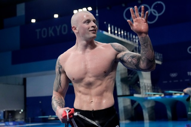 Adam Peaty defended his 100m breaststroke gold on Monday