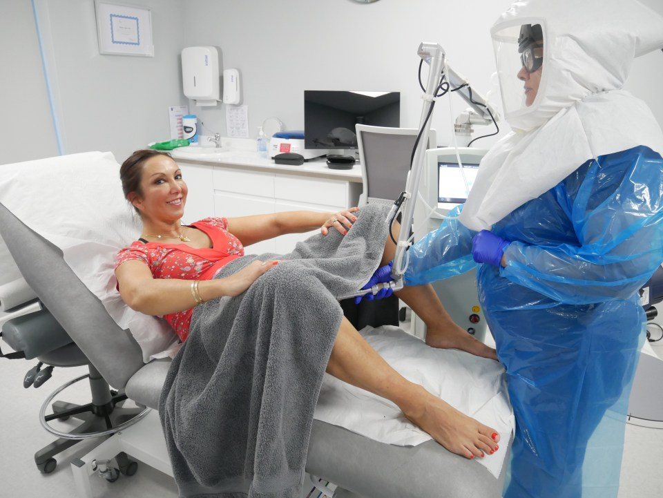 The device uses laser technology to stimulate the production of collagen, which results in a natural rejuvenation and tightening