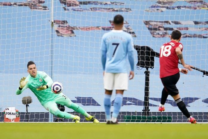 وسجل فرنانديز 13 هدفا من ركلة جزاء ليونايتد الموسم الماضي لكنه أضاع هدفا أمام نيوكاسل