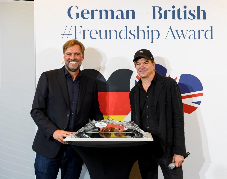 Jurgen Klopp picks up his Freundship award from Laudator Campino