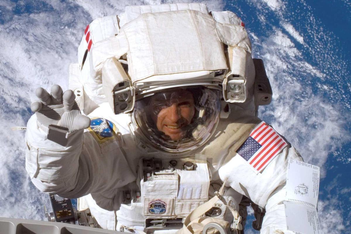 Tokeo la picha la Manchester United hired steve swanson astronaut