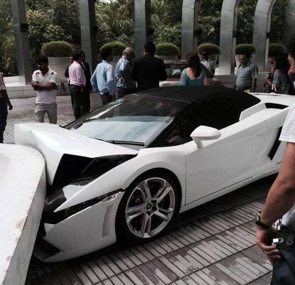 Lamborghini Gallardo Spyder crash in Delhi