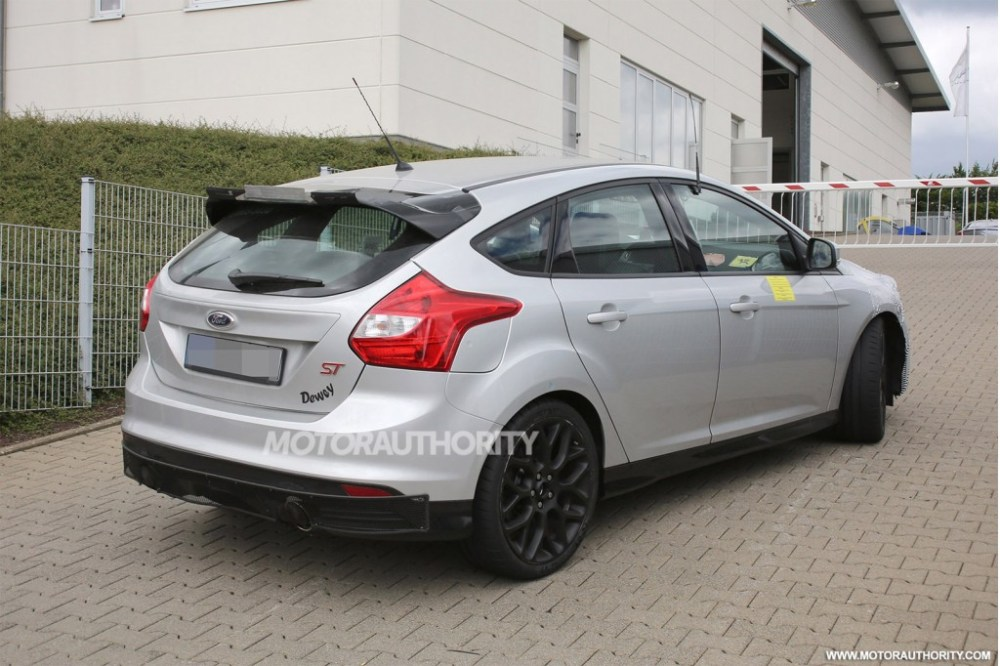 2016 Ford Focus RS spy shot-rear
