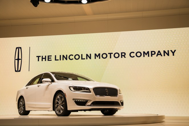 Lincoln Continental- 2016 Detroit Auto Show-1