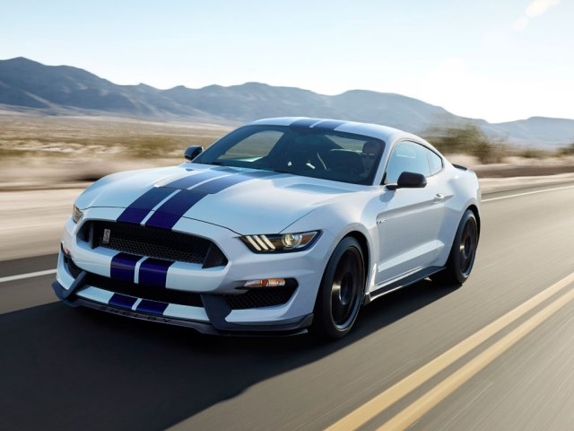Mustang GT350R on the road