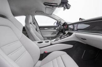 2017 Porsche Panamera interior-3