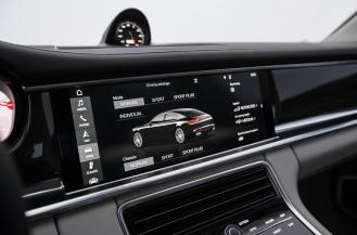 2017 Porsche Panamera interior-5