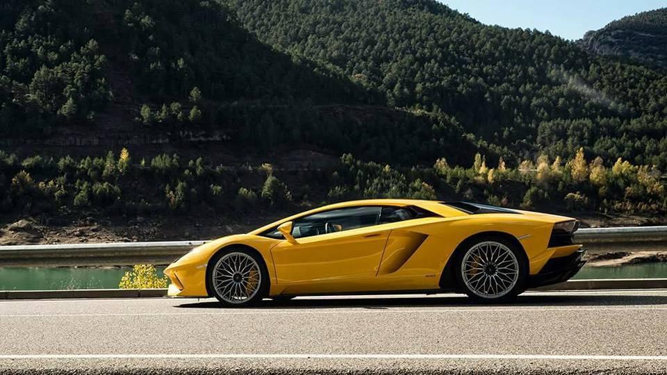 2017 Lamborghini Aventador S first images-leaked-1