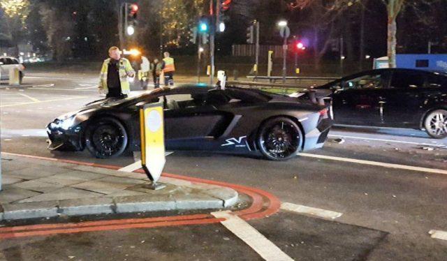 Lamborghini Aventador SV Roadster crashed in London-1