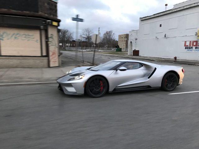 Reddit user spots Silver Ford GT cruising around Detroit-1