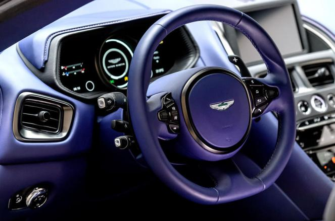 Aston Martin DB11-AMG V8-11