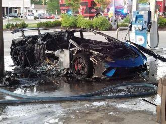 Lamborghini Huracan Performante-Gold Rush Rally-fire-2