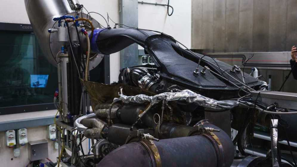 aston-martin-valkyrie-s-cosworth-v12-engine-09