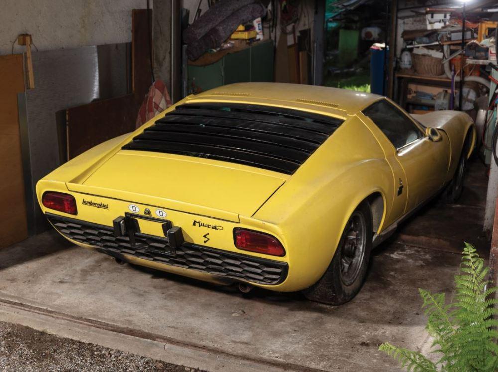 Lamborghini Miura P400S-barn find-auction-2